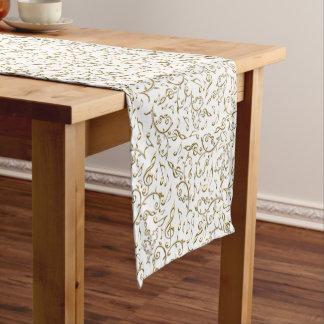 Goldblumenmusik-Muster auf Weiß oder irgendeiner Kurzer Tischläufer