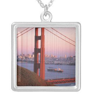 Golden gate bridge; San Francisco; Kalifornien; Versilberte Kette