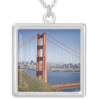 Golden gate bridge und San Francisco. Versilberte Kette