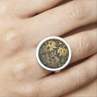Golden globe digital flower ringe