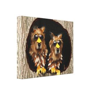 Golden retriever-Eulen in den Baum-Stümpfen Leinwanddruck