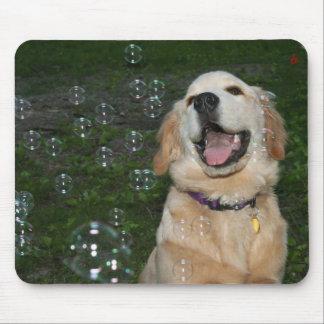 Golden retriever-Welpe mit Blasen Mousepad
