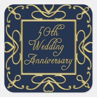 Goldene Herzen auf Hochzeitstag des Blau-50. Quadratischer Aufkleber