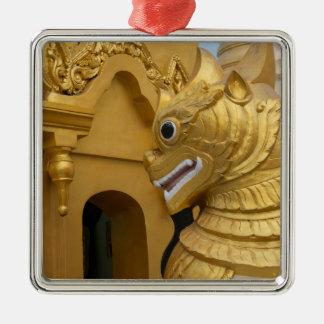 Goldene Löwe-Statue am Tempel Silbernes Ornament