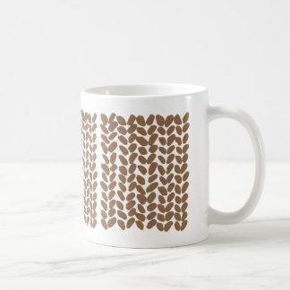 Goldene strickende Tasse