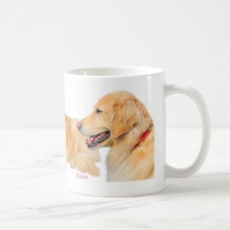 Goldener Retriever-Hundeverpackung um Tasse