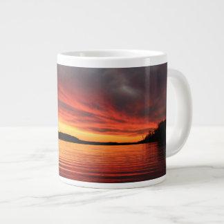 Goldener Sonnenuntergang Jumbo-Tassen