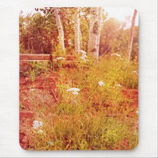 Goldener Wald mit Wildblume - Watercolor-Art Mousepad