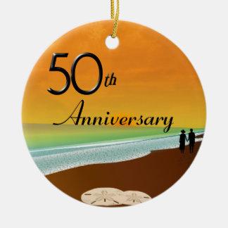 Goldenes Jahrestags-Strand-Thema Rundes Keramik Ornament