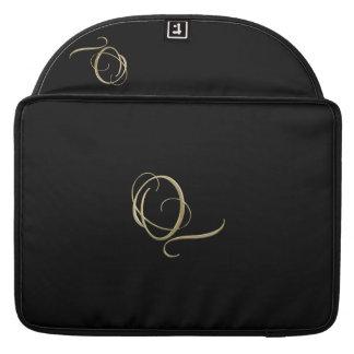 Goldenes Monogramm der Initiale Q Sleeves Für MacBook Pro