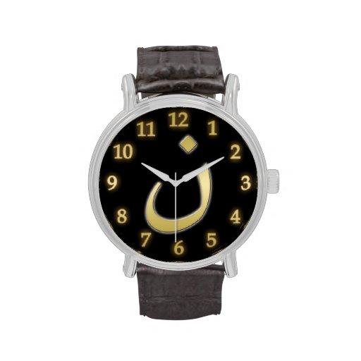 Goldenes N für Nazarine - auf Schwarzem Handuhr