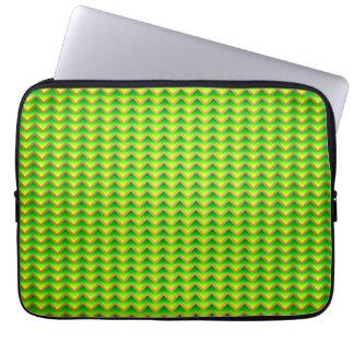 goldenes und grünes elegantes Zickzack Laptop Sleeve
