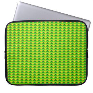 goldenes und grünes elegantes Zickzack Laptopschutzhülle