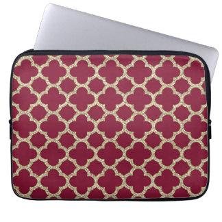 Goldenes und rotes quatrefoil Muster Laptop Sleeve