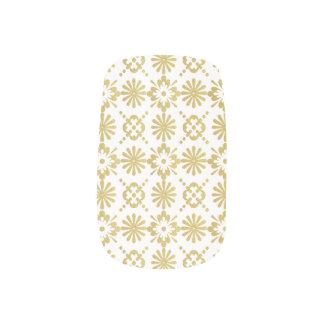 Goldenes viktorianisches inspiriertes Muster Minx Nagelkunst