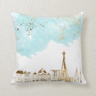 Goldweihnachtsstadt mit blauen Wolken und Glitzer Kissen