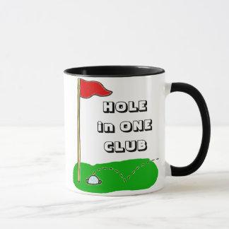 Golf-Loch in einer Verein-Gewohnheit Tasse