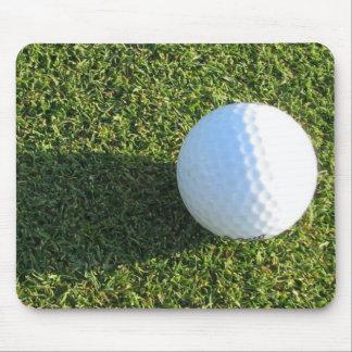 Golfball auf Golf-Grün-Mausunterlage Mousepad
