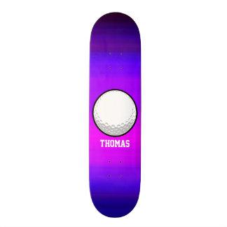 Golfball; Vibrierendes violettes Blaues und Skateboard Bretter