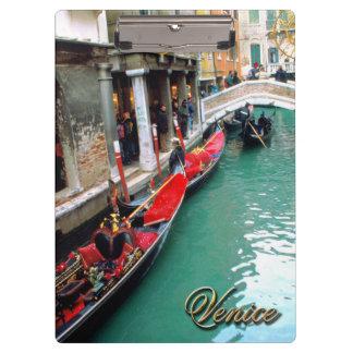 Gondeln auf einem venezianischen Kanal Klemmbrett