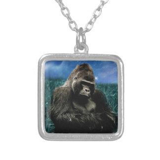 Gorilla in der Wiese Versilberte Kette