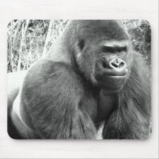 Gorilla in Schwarzweiss Mousepad