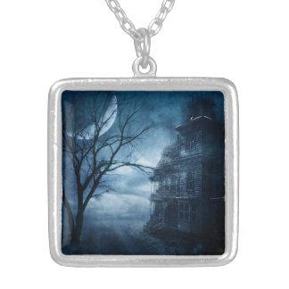 Gotische blauer Mond-Spuk Villa Versilberte Kette