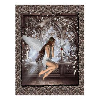 Gotischer Engel und ihre Taube Postkarte
