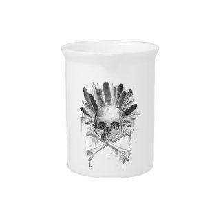 Gotischer Schädel der Stammes- Art - Kreuz Getränke Pitcher