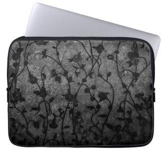 Gotisches antikes Schwarzweiss-Blumen Laptop Sleeve
