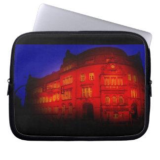 gotisches Gebäude von mystischer Ansicht Laptop Sleeve