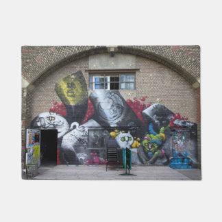 Graffiti auf Stadtbahnbogen, Wien Österreich Türmatte