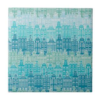 Grafische blaue Gebäude in der europäischen Art Fliese