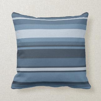 Grau-blaue Streifen Kissen