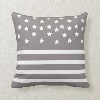 Grau und Weiß-Sterne u. Streifen Kissen