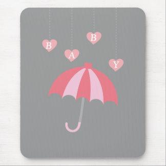 Graue Mädchen-Baby-Dusche mit Liebe und rosa Mousepad