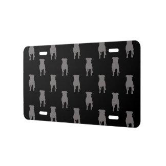 Graue Mops-Silhouetten auf schwarzem Hintergrund US Nummernschild