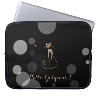 Graue Punkte auf schwarzem Hintergrund, Katze, Laptopschutzhülle