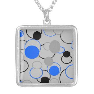 Graue schwarze und blaue Blasen Halskette Mit Quadratischem Anhänger
