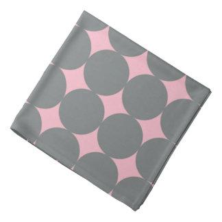 Graue Tupfen auf rosa Retro Muster Halstuch