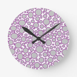 Graue und lila Polka-Punkt-Uhr Runde Wanduhr