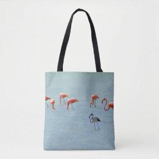 Graue und rosa Flamingomenge im See Tasche