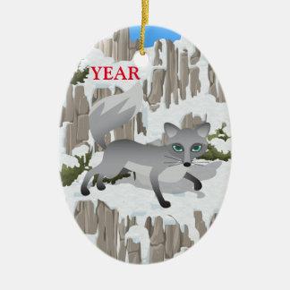 Grauer Fox im Winter Ovales Keramik Ornament