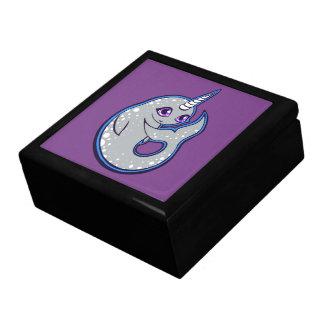 Grauer Narwhal Wal mit der Stellen-Tinte, die Geschenkbox