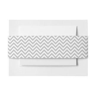 Grauer und weißer Zickzack Stripes Zickzack Muster Einladungsbanderole