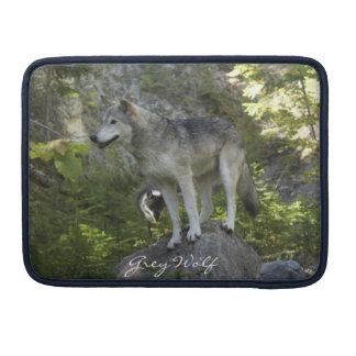 Grauer Wolf auf Felsen-Tier-MacBook-Hülse MacBook Pro Sleeve