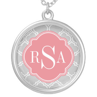 Graues Fliesen-Gitter-Muster-Rosa-Monogramm Versilberte Kette