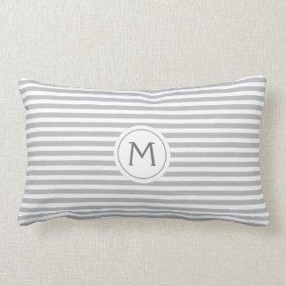 Graues modernes mit Monogramm der stilvollen Kissen
