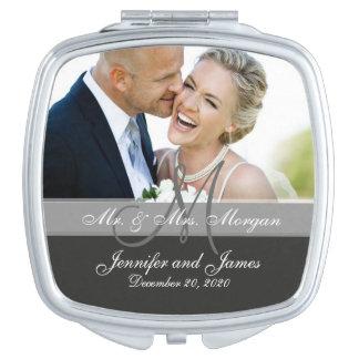 Graues Monogramm-Foto-Hochzeits-Andenken Taschenspiegel