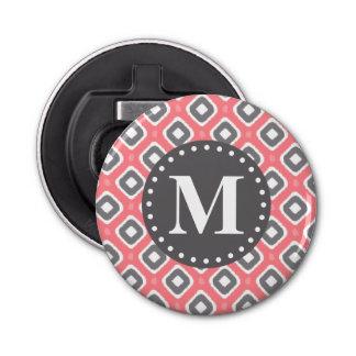 Graues rosa Ikat Mod-Muster mit Monogramm Flaschenöffner